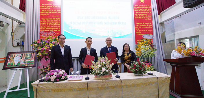 SIGNING CEREMONY OF CONSTRUCTION CONTRACT FOR THE NEW DEVELOPMENT CENTER OF LAP PHUC PRECISION MOLD CENTER